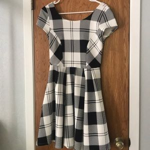 Scoop neck plaid dress